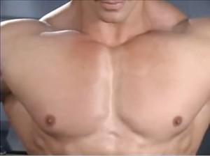Cara Bentuk Otot Dada Bagi Para Pria Tanpa Alat
