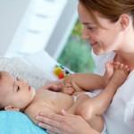 Berbagi Tips dan Panduan Melakukan Pijat Bayi