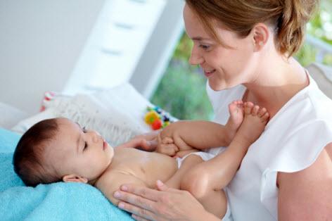 Tips dan Panduan Melakukan Pijat Bayi