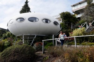 Nikmati Sensasi Menginap di UFO