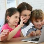 Hindari Cara Ini Ketika Perkenalkan Internet pada Anak!