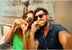Tips Praktis Makan Aman Saat Liburan