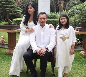 Baju Muslim Keluarga Putih